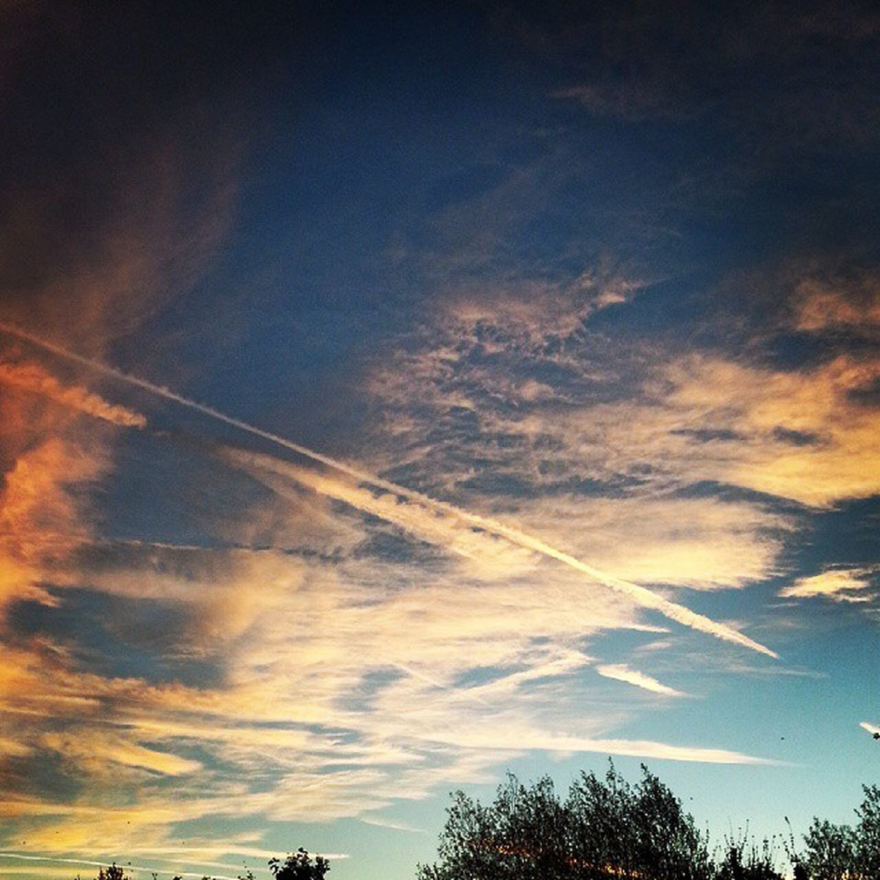 Monday morning skies Shepherdswarning Mondaymorning Sunrise_sunsets_aroundworld Sky Skyporn Shepherds Warning