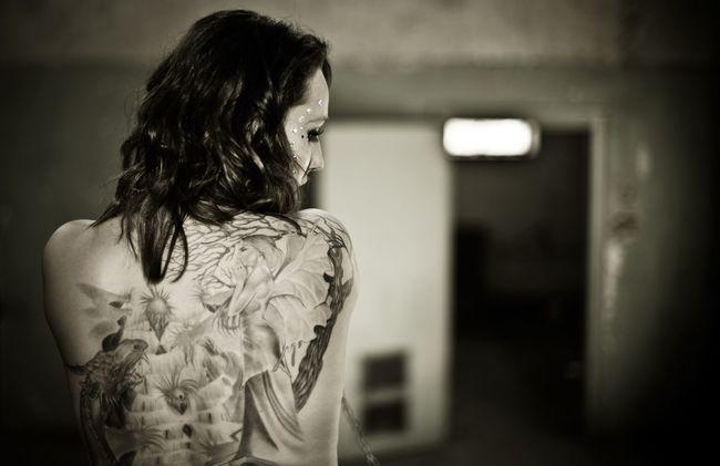 The Amazing Human Body Sexygirl Sensual_woman Bodyart Theamazinghumanbody Beauty Akt Model Blackandwhite Photography EyeEm Best Shots - Black + White Black & White Shooting Tattoo Tattoos Tattooed Tattoomodels Tattoo ❤ Showcase: February