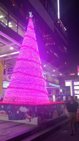 Christmas in Bangkok. Enjoying The View Curious Thailand Bangkok City ASIA On The Streets Check This Out Street Photography Citylife Christmas Tree