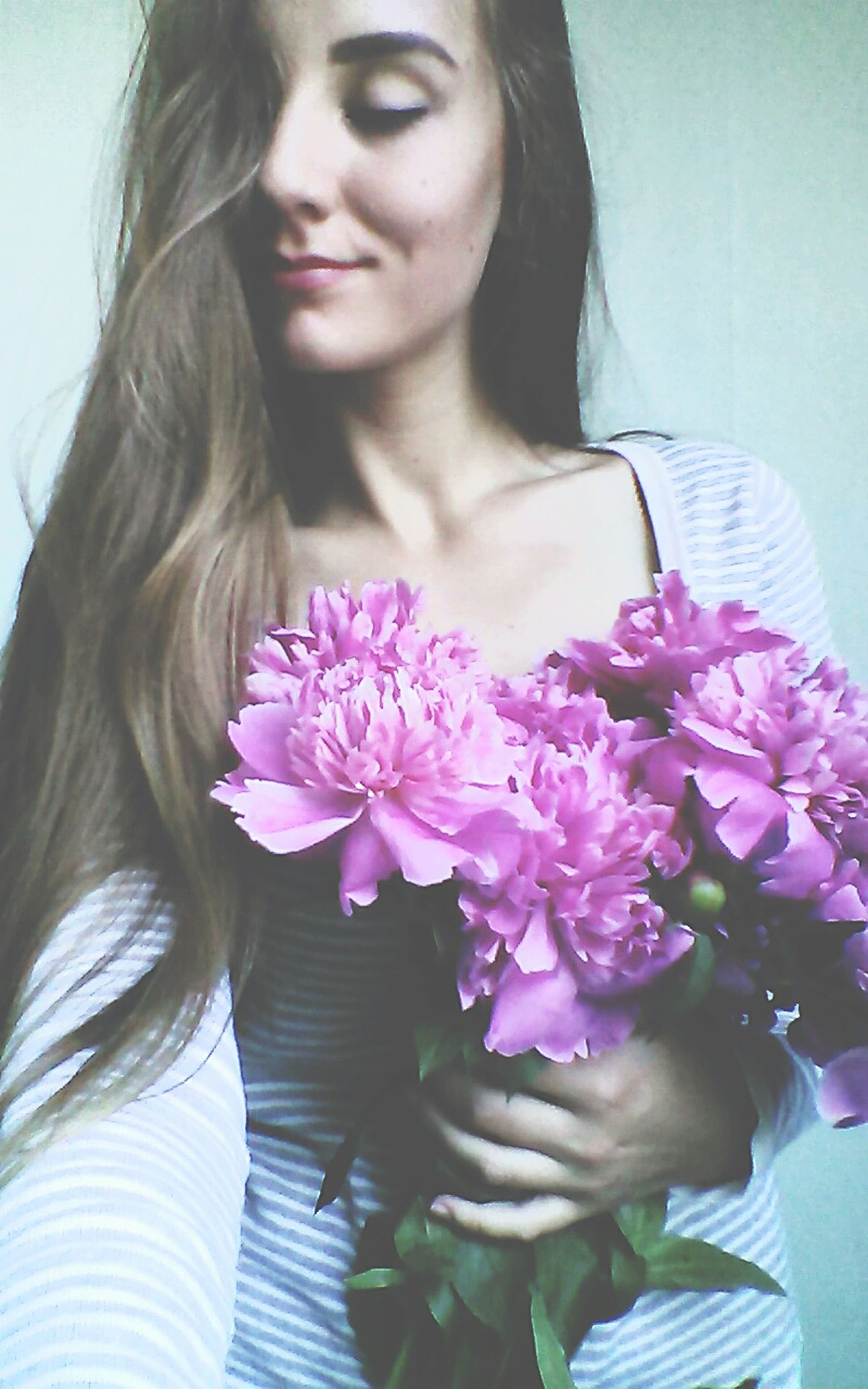 flower, young women, young adult, person, lifestyles, long hair, leisure activity, front view, fragility, freshness, petal, casual clothing, pink color, portrait, flower head, close-up, indoors