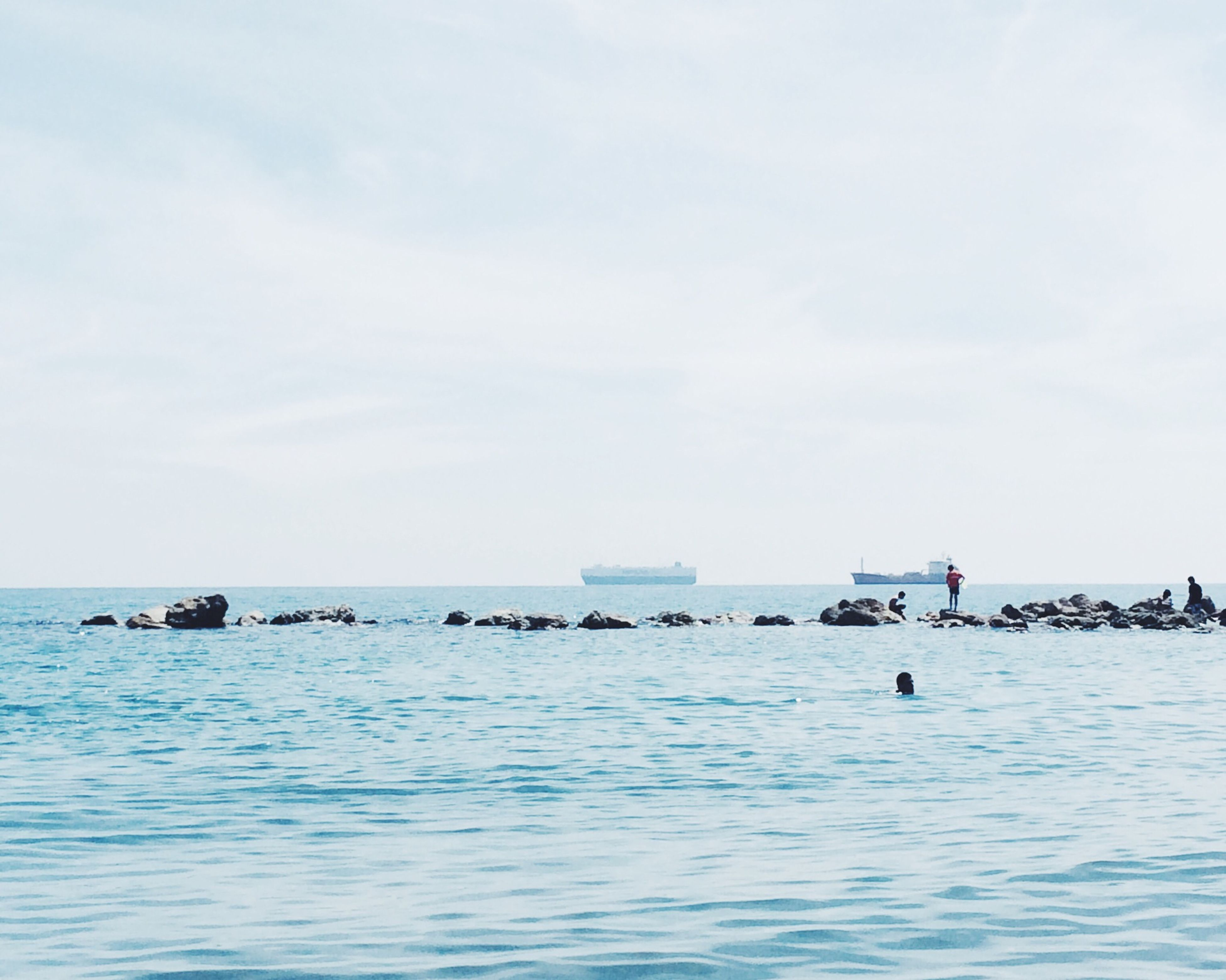sea, water, horizon over water, waterfront, tranquil scene, tranquility, sky, scenics, nautical vessel, beauty in nature, nature, rippled, transportation, boat, idyllic, incidental people, beach, day, mode of transport, seascape