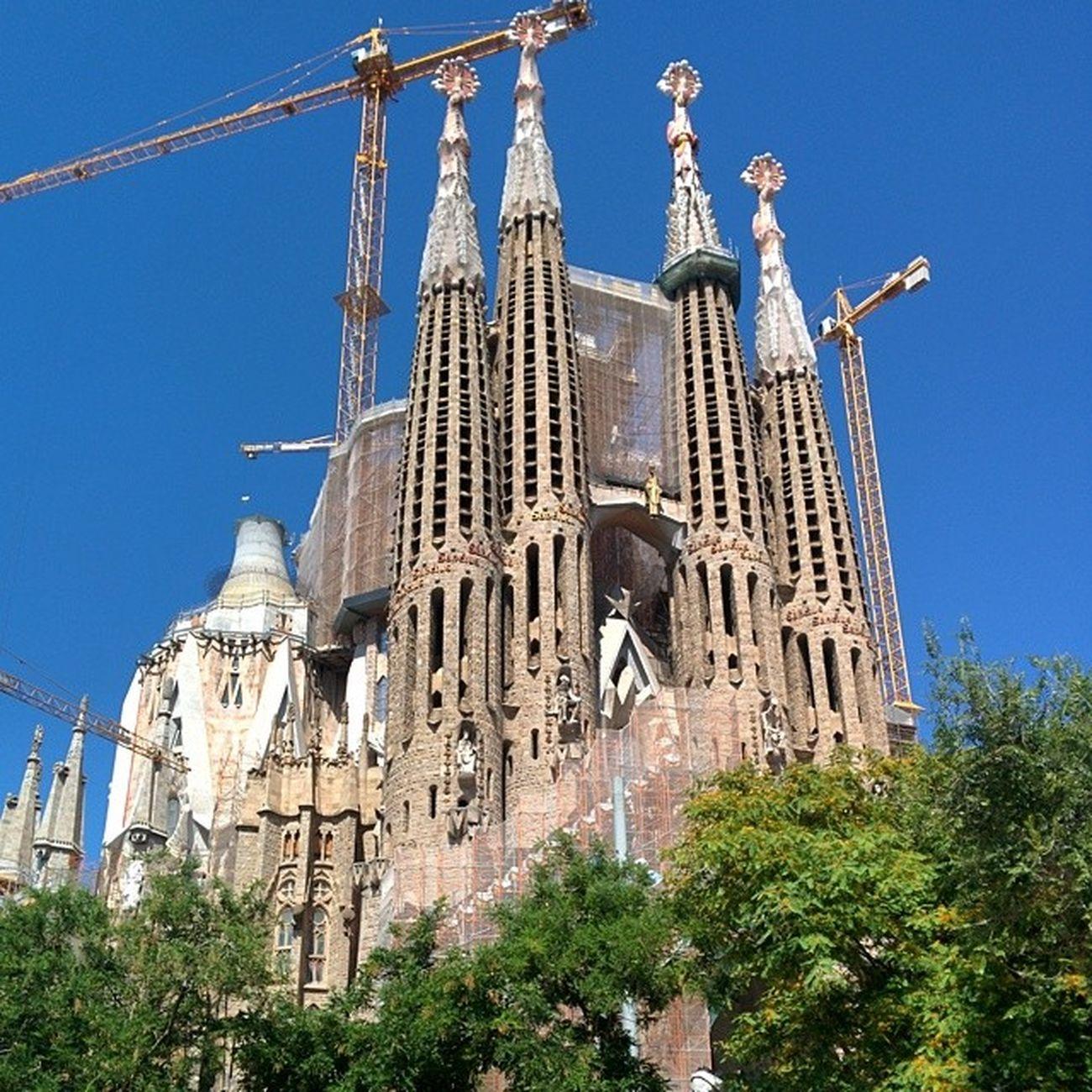 La sagrada familia. Otra vez en este lugar impresionante. / taas täällä... Onni! Aitoespanja LaSagradaFamilia Barcelona Kirkko Iglesia