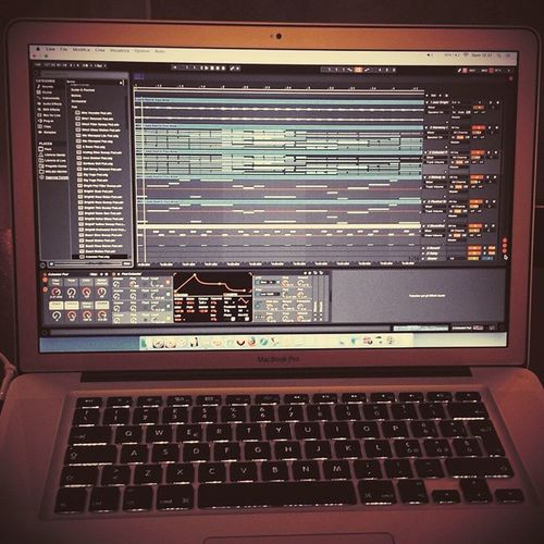 Sunday Session... Live9Suite MacBookPro Ijust MarkWelb NewProduction ComingSoon