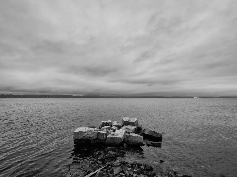 Abandoned industrial structure bye the sea, at Smestad, nesodden, norway Abandoned Places Abandoned Structure B&w Black & White Blackandwhite Cloud - Sky Fjordsofnorway Horizon Over Water Industrial Industrial Landscapes No People Norway Outdoors Sea Seascape Sky Tranquility Water