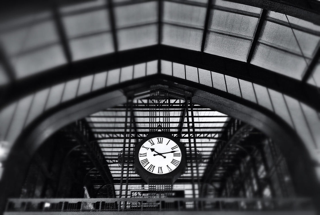 blackandwhite at Hamburg Hauptbahnhof by Frankson