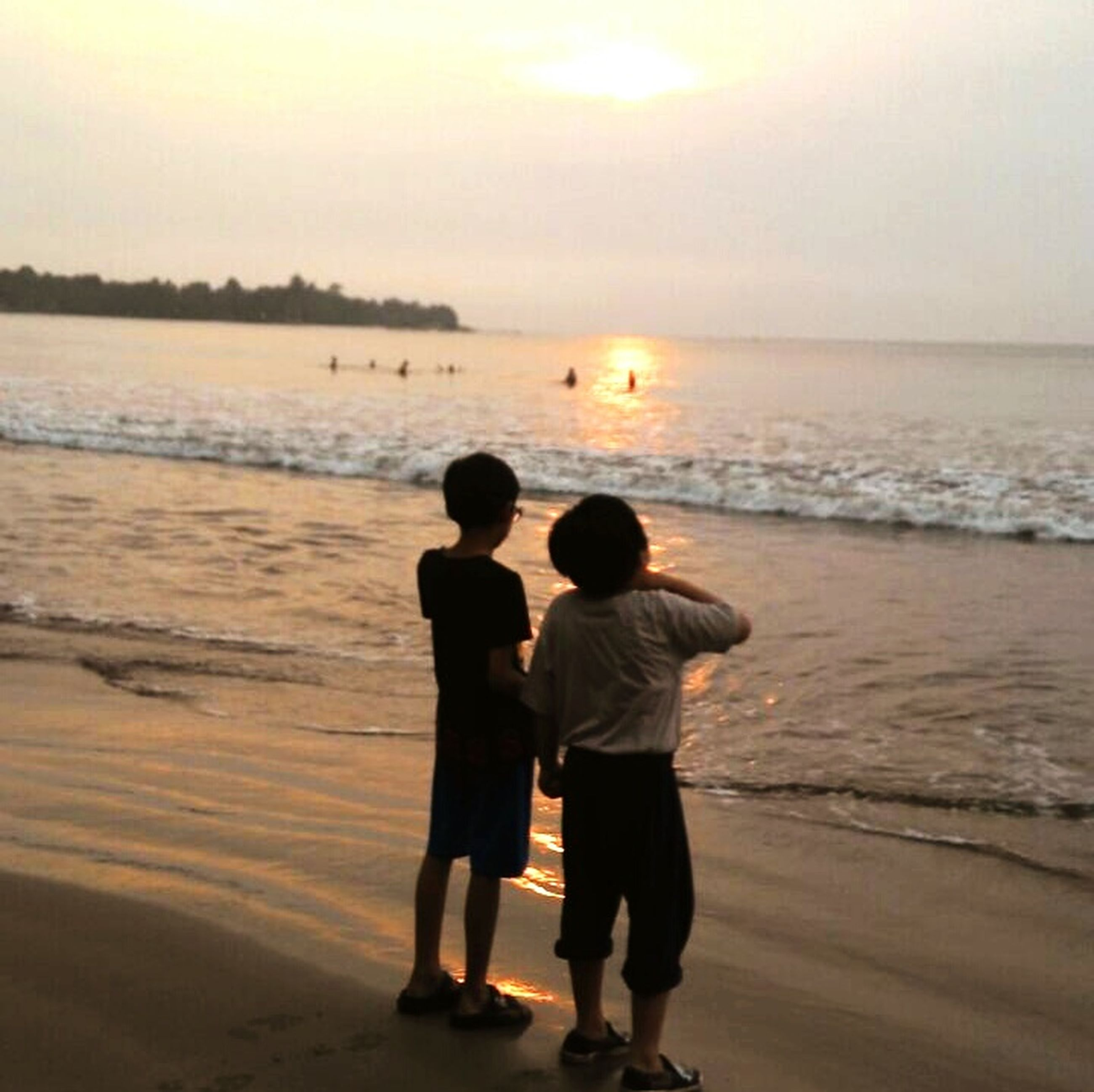 sea, beach, horizon over water, shore, water, sand, sunset, leisure activity, rear view, lifestyles, standing, vacations, scenics, beauty in nature, togetherness, full length, silhouette, tranquility, tranquil scene