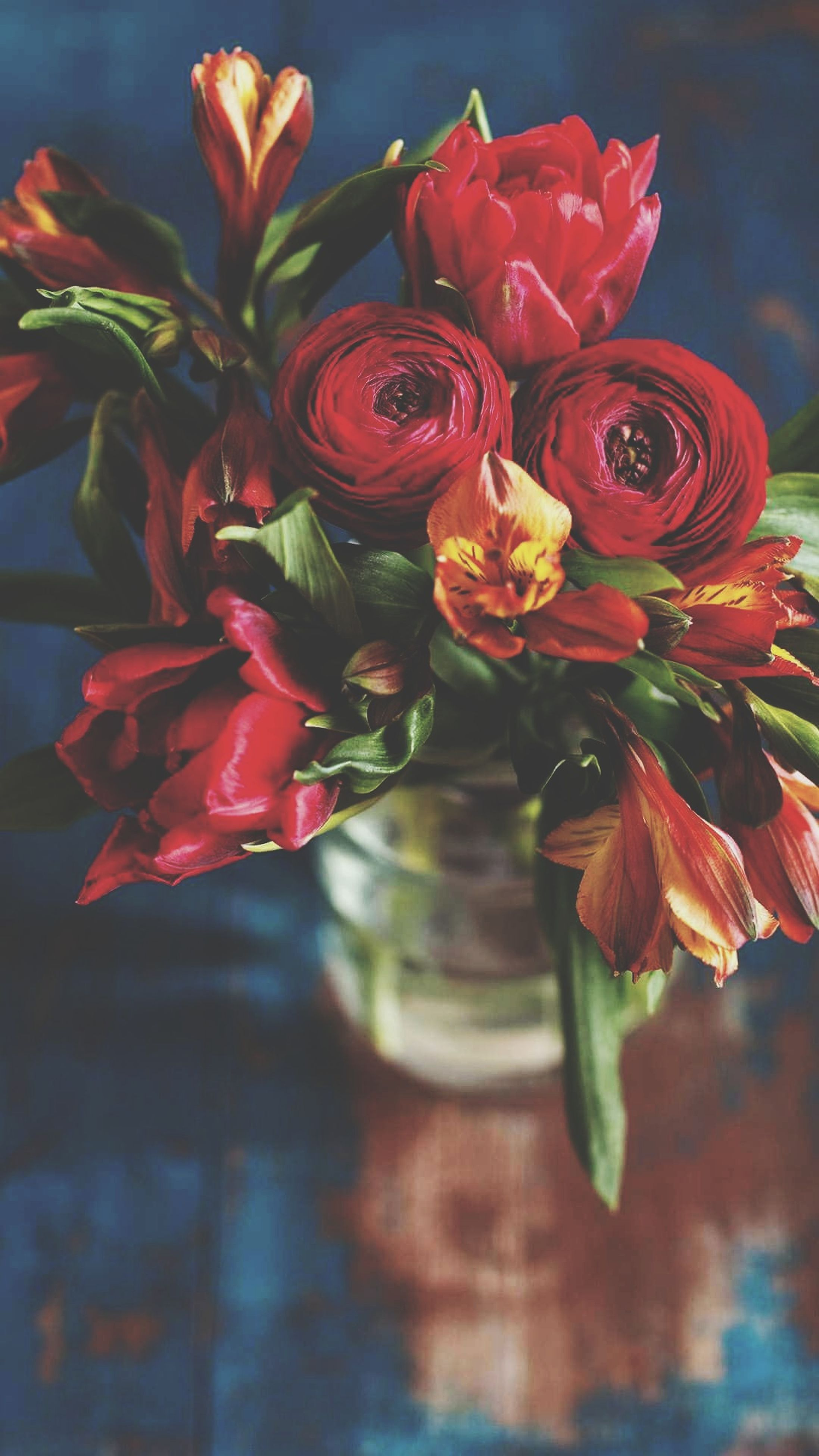 flower, petal, beauty in nature, no people, freshness, fragility, bouquet, flower head, nature, vase, close-up, red, indoors, day