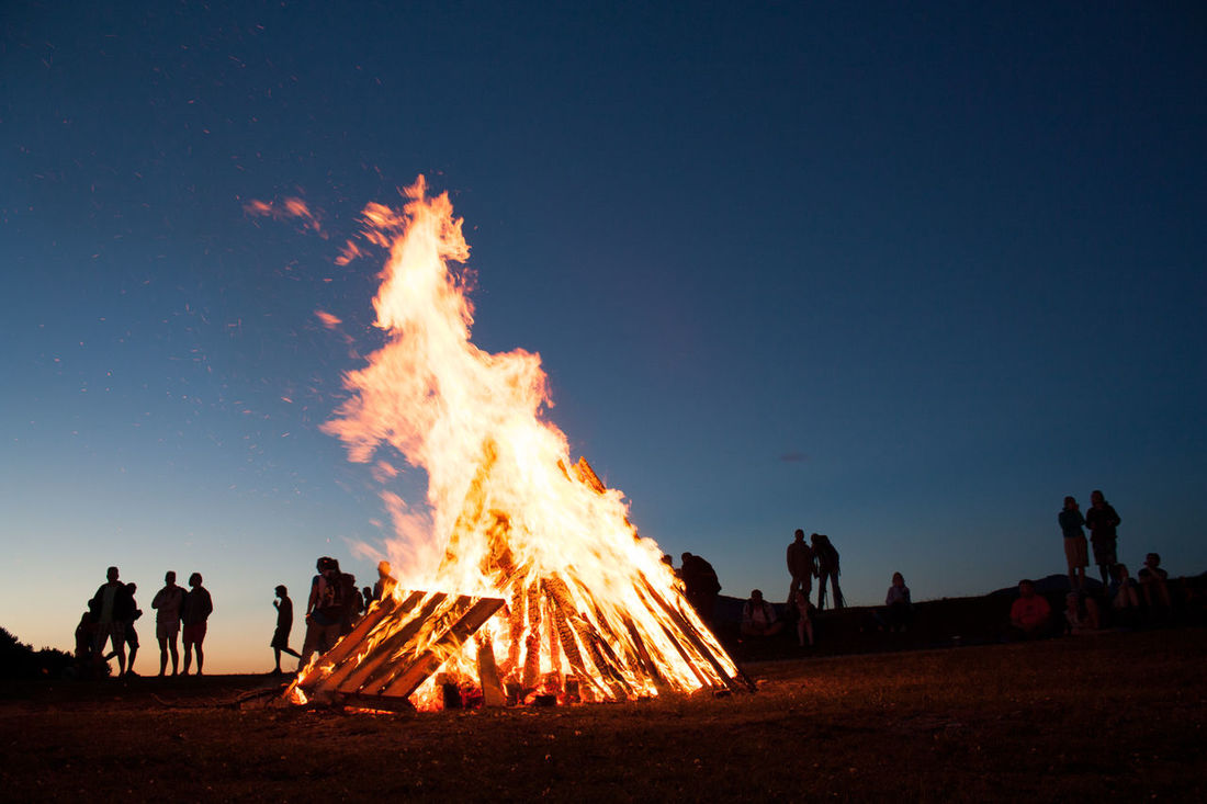 Burning People Watching Silhouette Silhouettes Axvo Blue Blue Sky Bonfire Burn Burning Clear Sky Fire Flame Heat - Temperature Medium Group Of People Men Mountain Nature Night Outdoors People People Photography Real People Sky Togetherness
