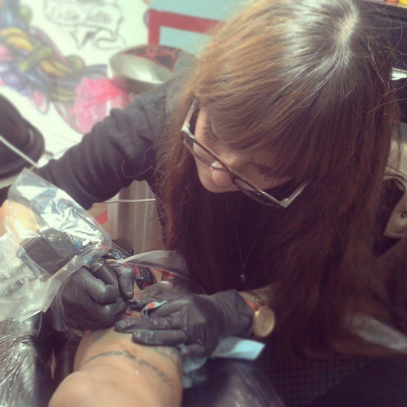 Una GRAN rayita el día de hoy, con una gran artista Mollytattoo Cynthiacuevas Soulflower Ink Tattoogirl