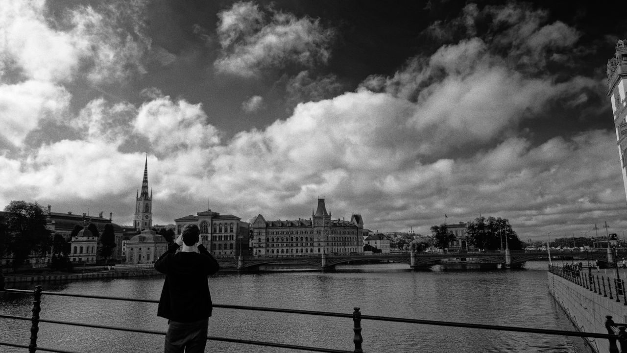 A man try to picture Stockholm. Blackandwhite EyeEm Gallery Film First Eyeem Photo Fresh On Eyeem  Stockholm Suède This Week On Eyeem Wide Angle