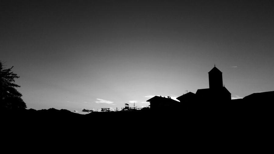 Langfenn Kiche Haus Spielplatz Evening Church Hofstelle Gasthof Molten Tschöggelberg Black And Withe Effect Sky Sonnenuntergang Black Sky Schatten Wohnen Horizont