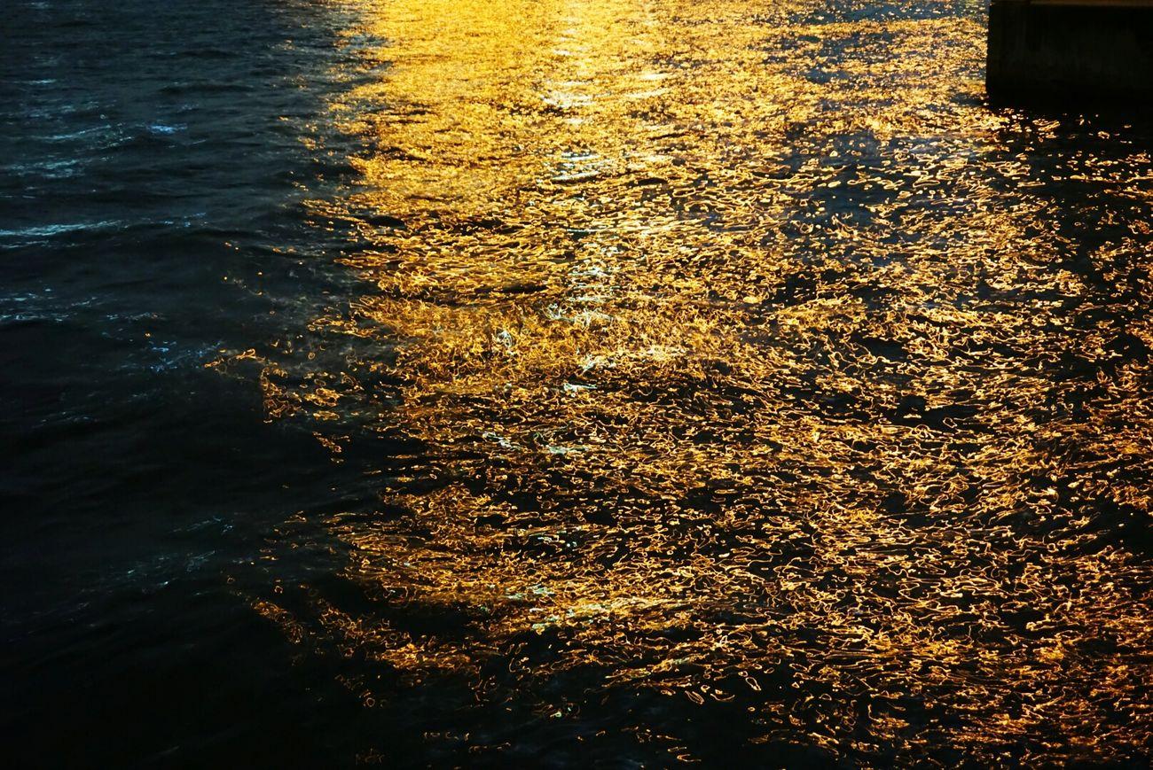 ご無沙汰しています。海が黄金色でした。 Sea Night Lights Nightphotography Night View Nightshot Nighttime Golden Fukuoka,Japan Natureperfection Nature Photography