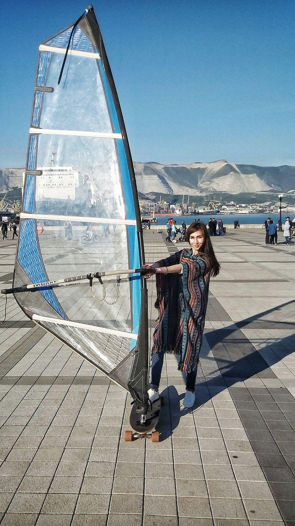 Виндскейтинг в городе ветров Outdoors Day Shadow Sky Sea City Wind Wing Windsurfing Windsurf Windsurfer Windsurf Life Girl Etno Lifestyle ветер виндсерфинг этномир Clear Sky парус крыло горы город площадь Square