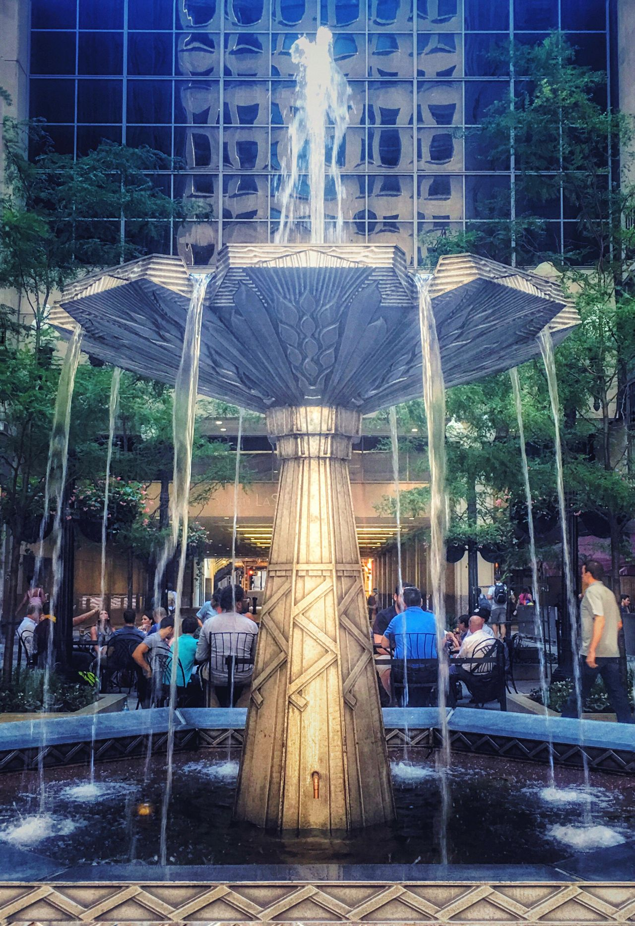 Friday Night Fun at the Chicago Board Of Trade Building Chicago Chicago Loop Fountain Classic Art Deco Design Cocktails Relax Celebrate The Weekend! Celebrate Individuality Celebrate Success Summer EyeEm Gallery EyeEmBestPics Eyeemphotography Eyeem Market Eyeemurban Architecture Amateurphotography Iphoneonly
