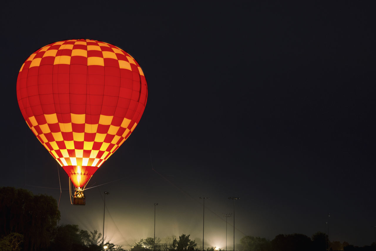 Riding in a red balloon at night Aerostatic Aerostatic Ballon Aerostático Ballon Balloons Downers Globo Globos Grove Hot Hot-air Balloon Illinois Night Noche Red Ride Rodrigo  Rodriguez Rojo Summer