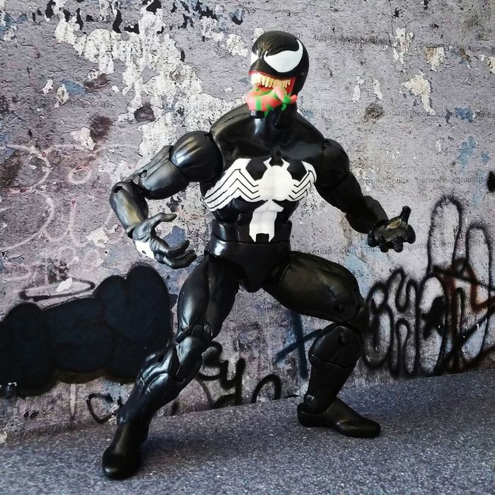 """I can sense another symbiote near by...."" Venom Eddiebrock Spiderman Spiderverse Articulatedcomicbookart Marvellegendscommunity Marveluniverse Marvelcomics Marvelactionfigure Hasbro Actionfigure Toycrewbuddies ACBA Marvel Toyphotography Marvelinfinite Marvellegendsseries Marvellegends"