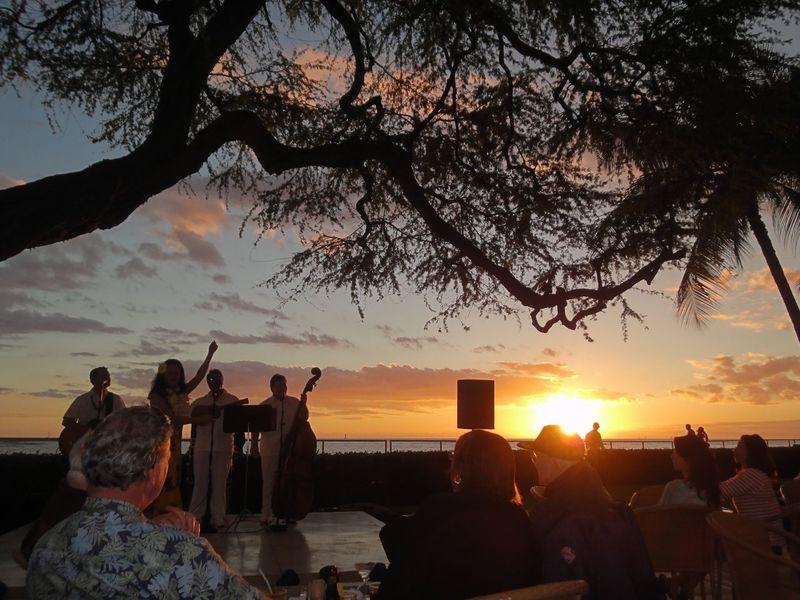 I love hawaii❤️ Hawaii Sunset Tree Vacations Sky Scenics Nature Beauty In Nature HulaDancer Music WithMama Happy