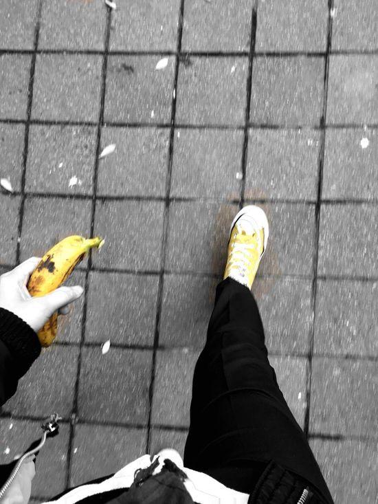 去ㄙ Yellow Blackandwhite Walking Around Foot Streetphotography EyeEm Best Shots To Die Banana