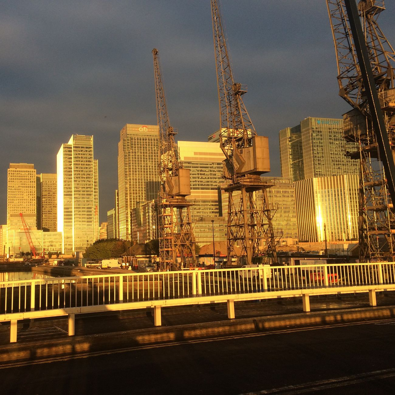 Canarywharf bluebridge Bluebridge Sunrise Morning Golden