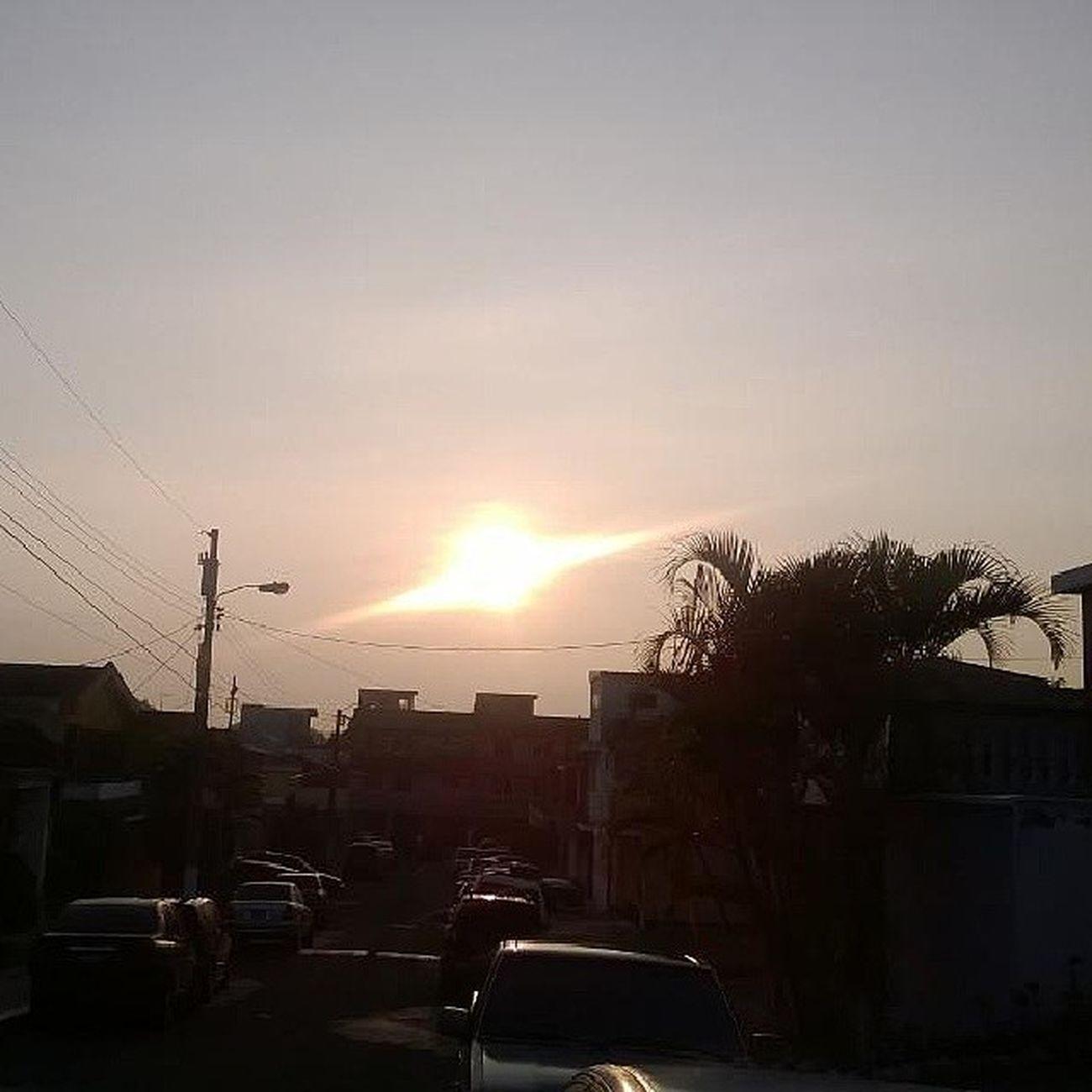 Mi papa me mando esta foto y dice que el sol exploto ajaja Sun Morning Skytrip Sky Explotion