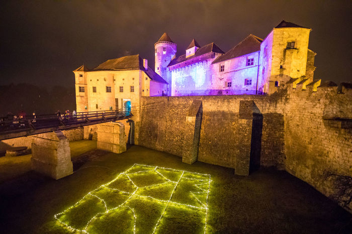 Burghausen Beleuchtung Burghausen, Border With Austria, Castle, Fortress, Monument, Country, Heights, Bridge, Ancient Building, Europe, State, Houses, Dwellings, Characteristic, Historic, History, Dwelling, Castle Castle Nacht Weihnachten Bayern Gelb Lila Schwarzweiß