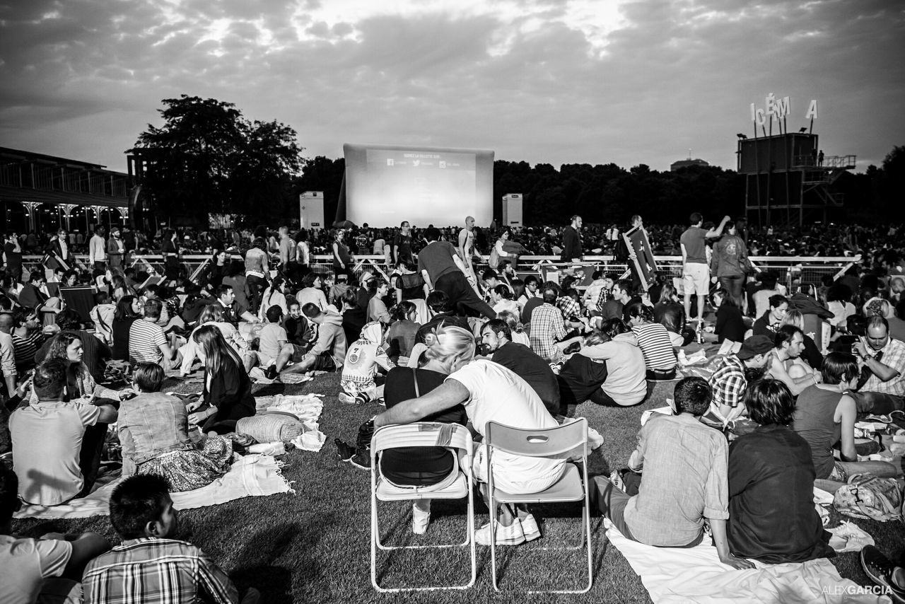 Parc De La Villette Cinema En Plein Air Enjoying Life Kiss Me Blackandwhite Eyeemfrance Paris, France  Streetphotography Urbanphotography La Villette