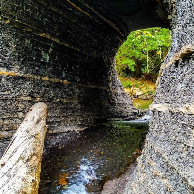 Hole innthe Wall falls, Port Alberni, BC Water Arch Architecture Tunnel Footpath Bridge Scenics Weathered Shale Rock Waterfalls