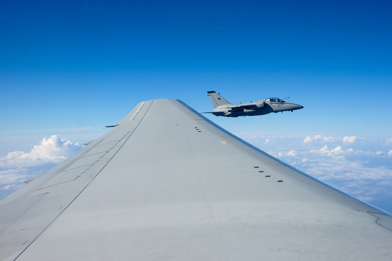 Beautiful stock photos of flugzeug, Air Force, Air Vehicle, Aircraft Wing, Airplane