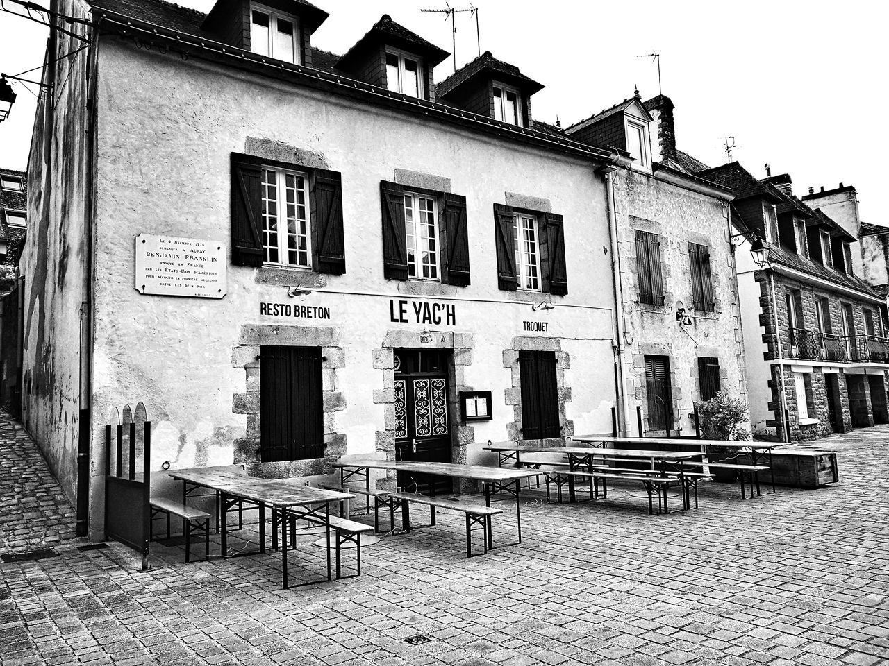 Blackandwhite Photography B&w Photo B&w Monochrome Photograhy Monochrome Collection B&W Collection B&WPhoto Architecture Building Exterior Black And White Photography Benjamin Franklin Plaque Commémorative Plaque remembers souvenir Bretagne France🇫🇷 HuaweiP9Photography