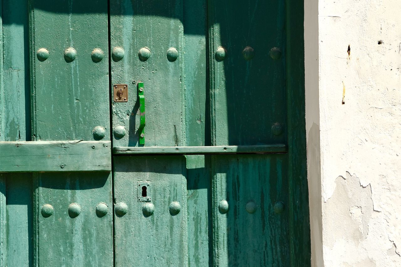 Architecture Rustic Style Exceptional Photographs Let's Do It Chic! Eye4photography  EyeEm Best Shots Respect For The Good Taste Door Metal Safety Closed Wood - Material Protection Full Frame Day Outdoors Backgrounds No People Close-up Doorway Doorknob Hinge Lock Locker Ajar