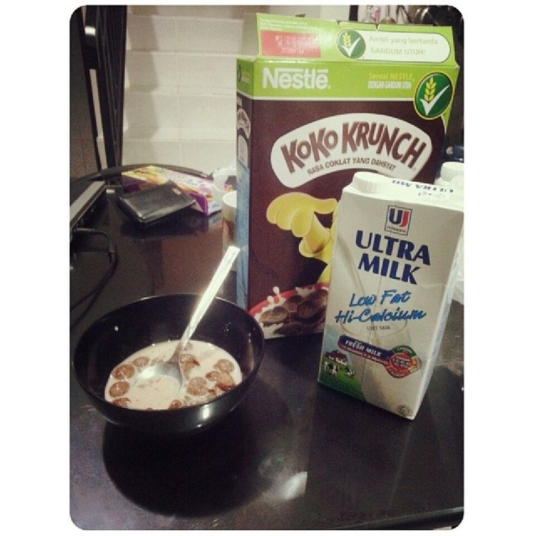 Hungry in the middle of the night, well cereal it is :) Lowfatmilk Kokokrunch