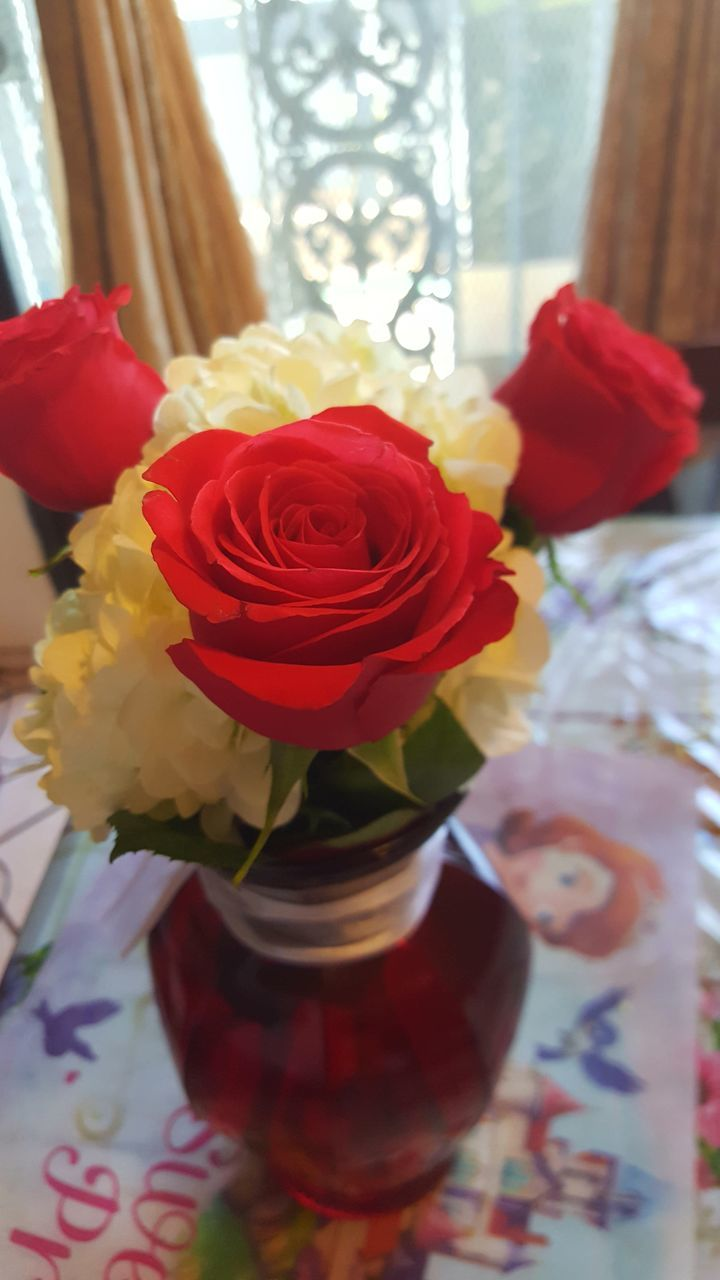 flower, rose - flower, table, indoors, petal, vase, red, freshness, close-up, no people, fragility, beauty in nature, flower head, nature, bouquet, day, multi colored