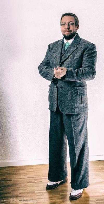 #swinging #30s #vintage #portrait #readyforparty #suit #fashion