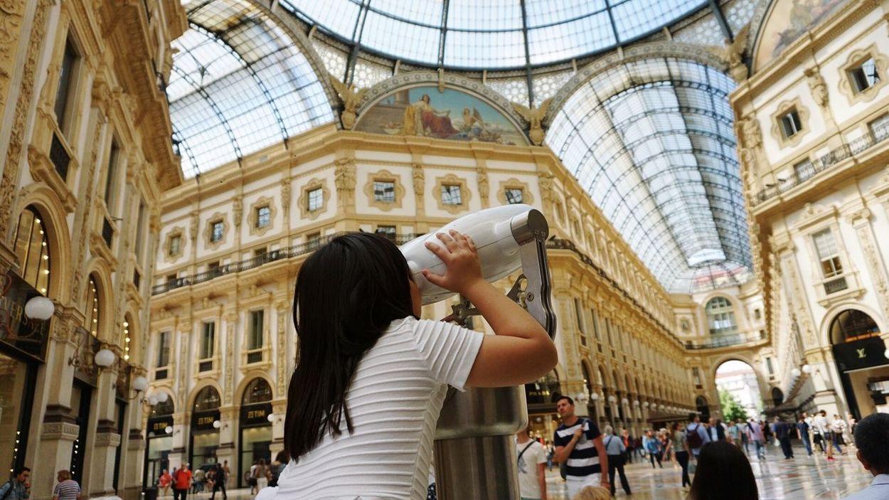 Original Experiences Enjoying Life Enjoying The Arts at Piazza Del Duomo Milano Milan,Italy Selective Focus Feel The Journey Fine Art Photography The Architect - 2017 EyeEm Awards