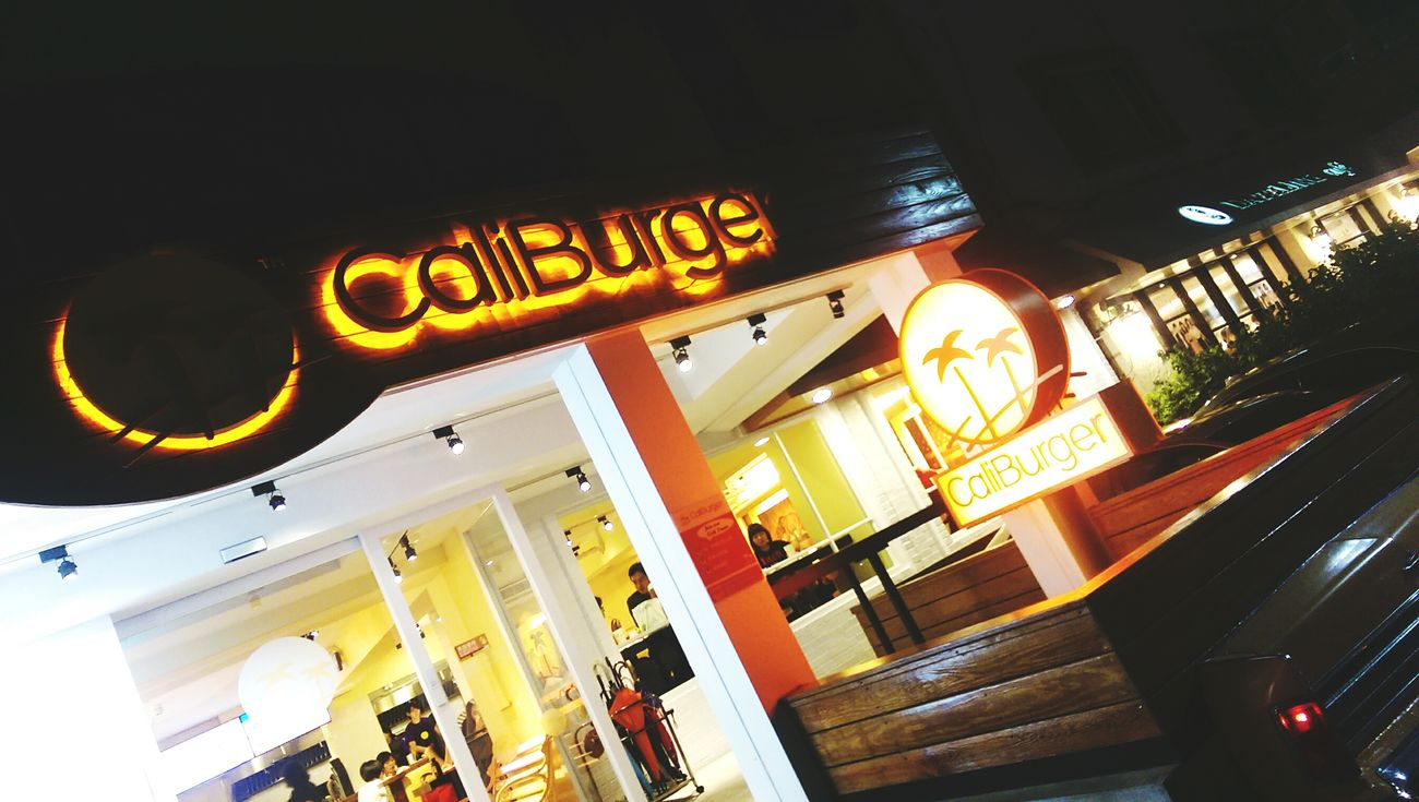 California Burger Food Restaurant Caliburger Dinner Yum Vscocam Enjoying Life