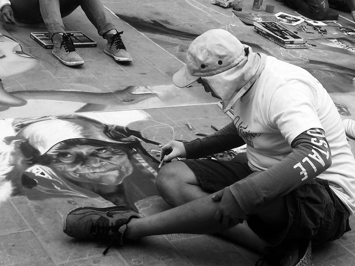 el arte en sus manos. Your Art Is Portable With Caseable Art Blackandwhite Streetphotography