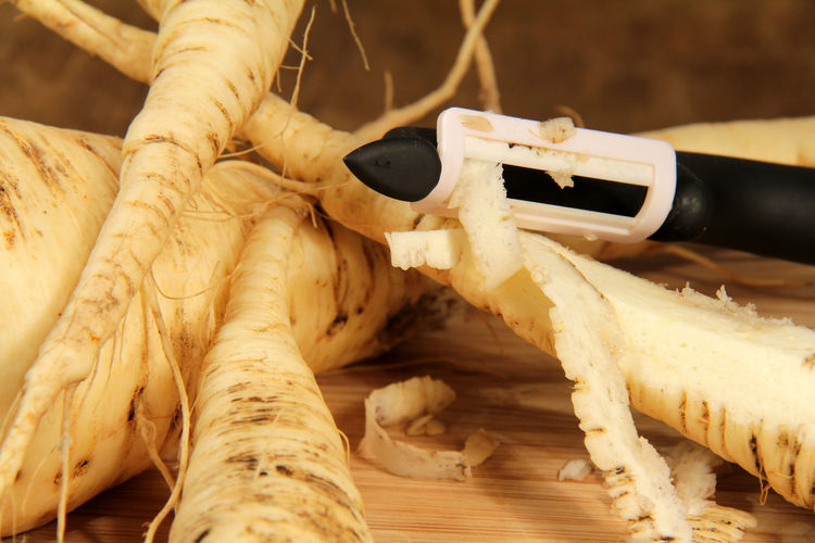 Close-up Day Human Body Part Human Hand Nature Outdoors Pastinaken People Putzen Sparschäler Wurzelgemüse