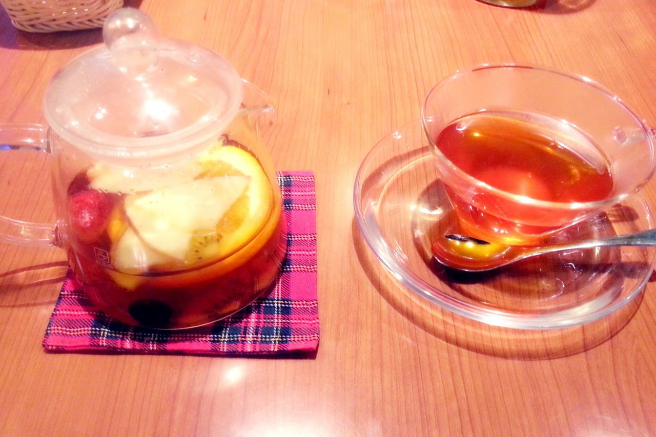 Relaxing Tea Tea Time Teatime Mee' S Cafe Hanging Out Fruit Tea Delicious Sweet Tea çay çay Time <3 Ocha Chai I Love Tea Taking Photos Beveragephotography Beverage Glass Glass Of Tea Glass Design in Tokyo , Japan
