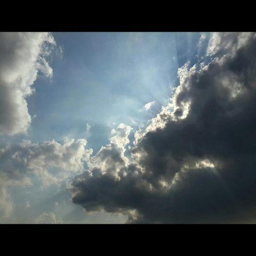 Nature Sky_watchers Bluesky Sunrays_through_clouds Sunraysthroughtheclouds Beautiful Nature Beautiful Moments Subhanaallah ♥ Wonderful
