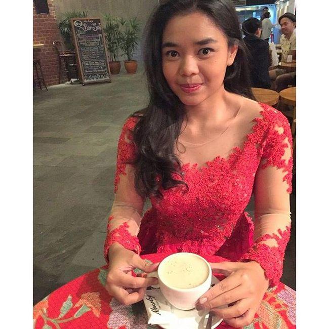 MELINDA WIJAYA INDONESIA Kebayamodern Kebaya BatikIndonesia Red dresskebayamodern dresskebaya indonesia wanitaindonesia