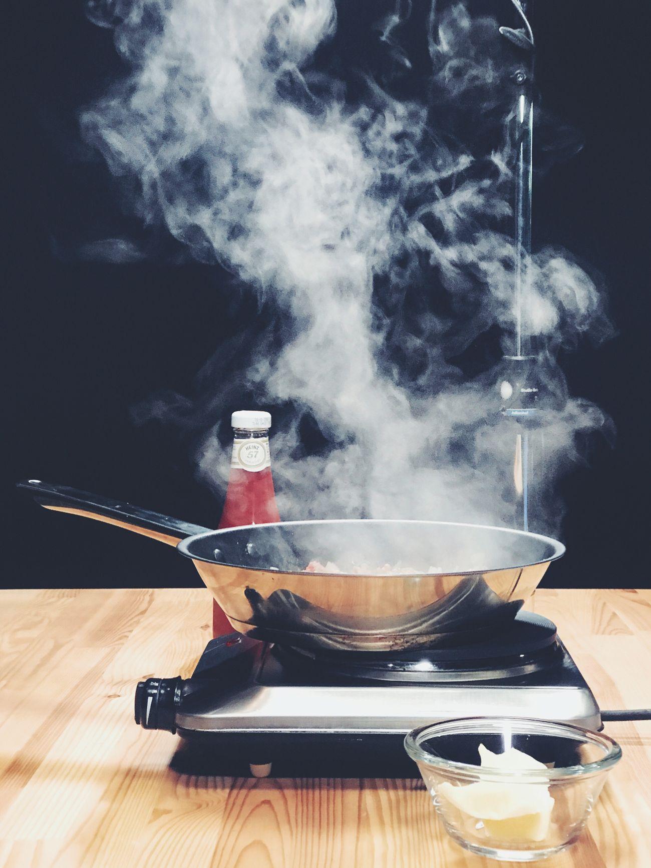 Heat - Temperature Smoke - Physical Structure Futtern Kochen Cooking Heinz Ketchup