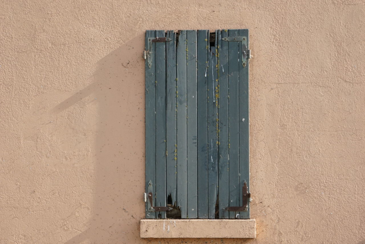 Always closed Architecture Outdoors Close-up Delta Del Po No Edit No Filter Sony A6000 Exploring Old Houses Window Tranquil Scene Art Is Everywhere Closed Old Building  Building Exterior House Nature Landscape Tradition Flatland Blues Wall Shadow On The Wall Shadow