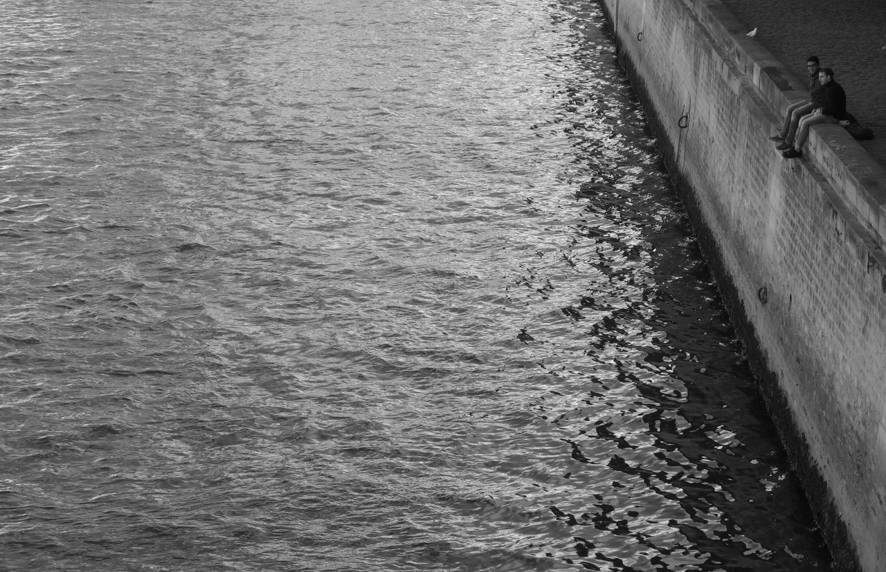 Black & White Black And White Black And White Collection  Black And White Photography Black&white Blackandwhite Blackandwhite Photography Blackandwhitephotography Fluss Flussufer On The River Paris Paris ❤ Paris, France  River Schwarz & Weiß Schwarz Und Weiß Schwarz-Weiß Schwarzweiß Schwarzweißfotografie Seine Seine River Sitting On The Wall Sitting On The Water