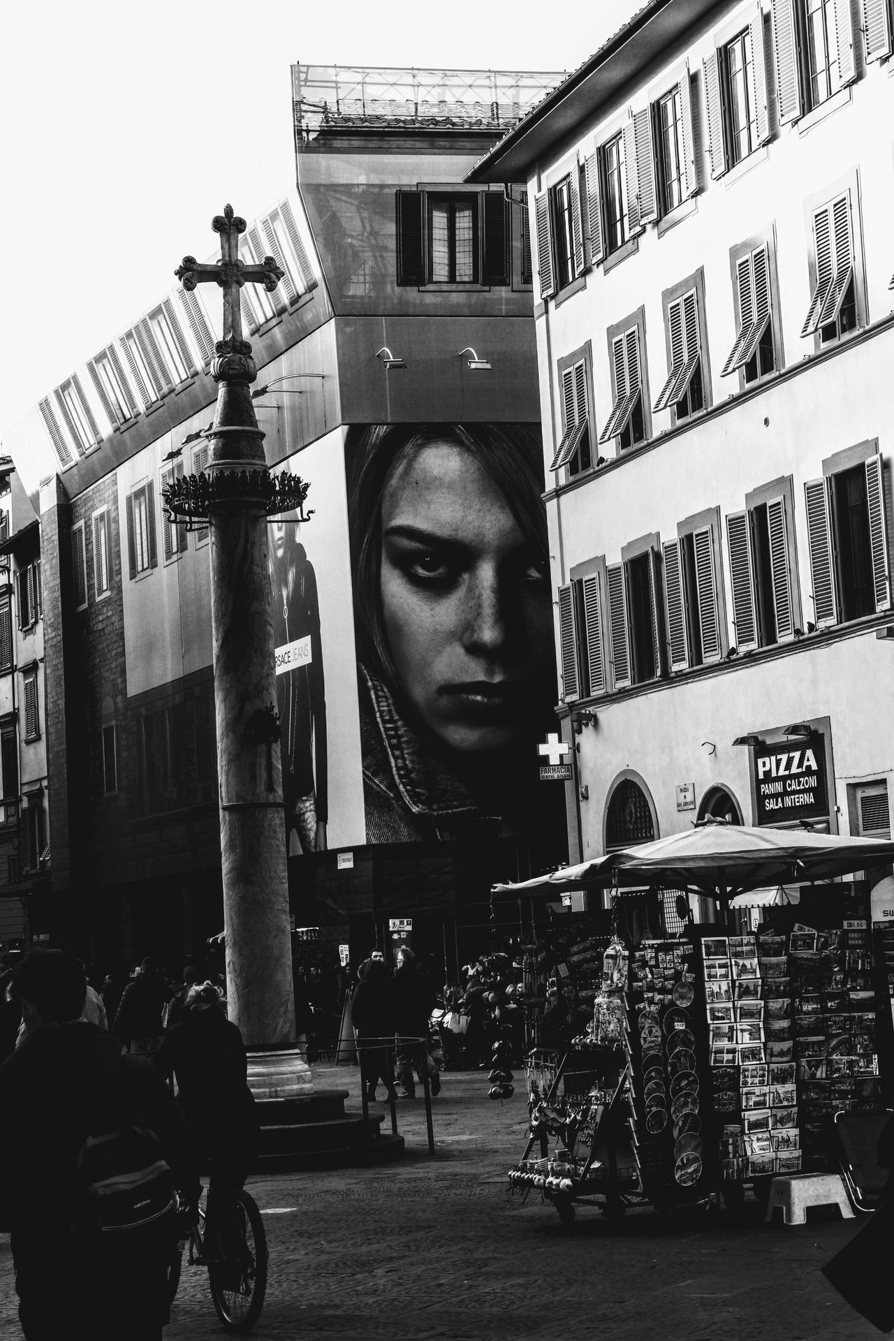 Adapted To The City Young Adult Outdoors People Human Body Part Color Of Life Disegnare Con La Luce Blackandwhite Black And White Blackandwhite Photography Feel The Journey, Black & White Citta City Life City Street City Firenze EyeEmNewHere City