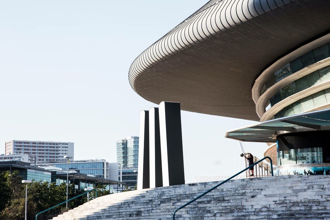 architecture, built structure, day, building exterior, clear sky, modern, outdoors, city, real people, sky