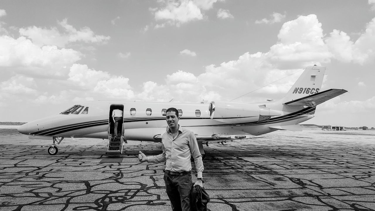When your boss asks you to fly a private jet to come play golf, i guess you have no choice but to obey, right!? 😉 Hanging Out Check This Out That's Me Hello World Relaxing Enjoying Life On The Way Travel Traveling On The Road Eye4photography  Travel Photography USA Business Jet Private Jet Airplane Aircraft People Working Travelling Transportation EyeEm USA  Adventure Club Blackandwhite Monochrome Let's Go. Together.