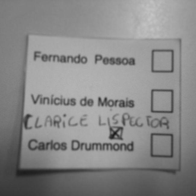 Hoje na escola teve votaçao pra escolher qual o escritor que iria receber o nome da nossa biblioteca. Achei injusto nao colocarem a clarice, int eu dei o meu jeito kkk ClariceLispector Clarice Lispector