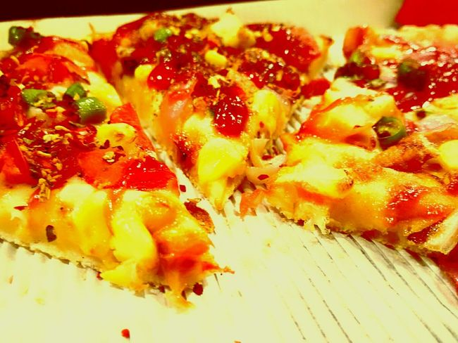 Something Good after a long time ! Pizza Fresh From The Oven Enjoying Life HUNGRY!!! Pizzahut Happyness Yummy