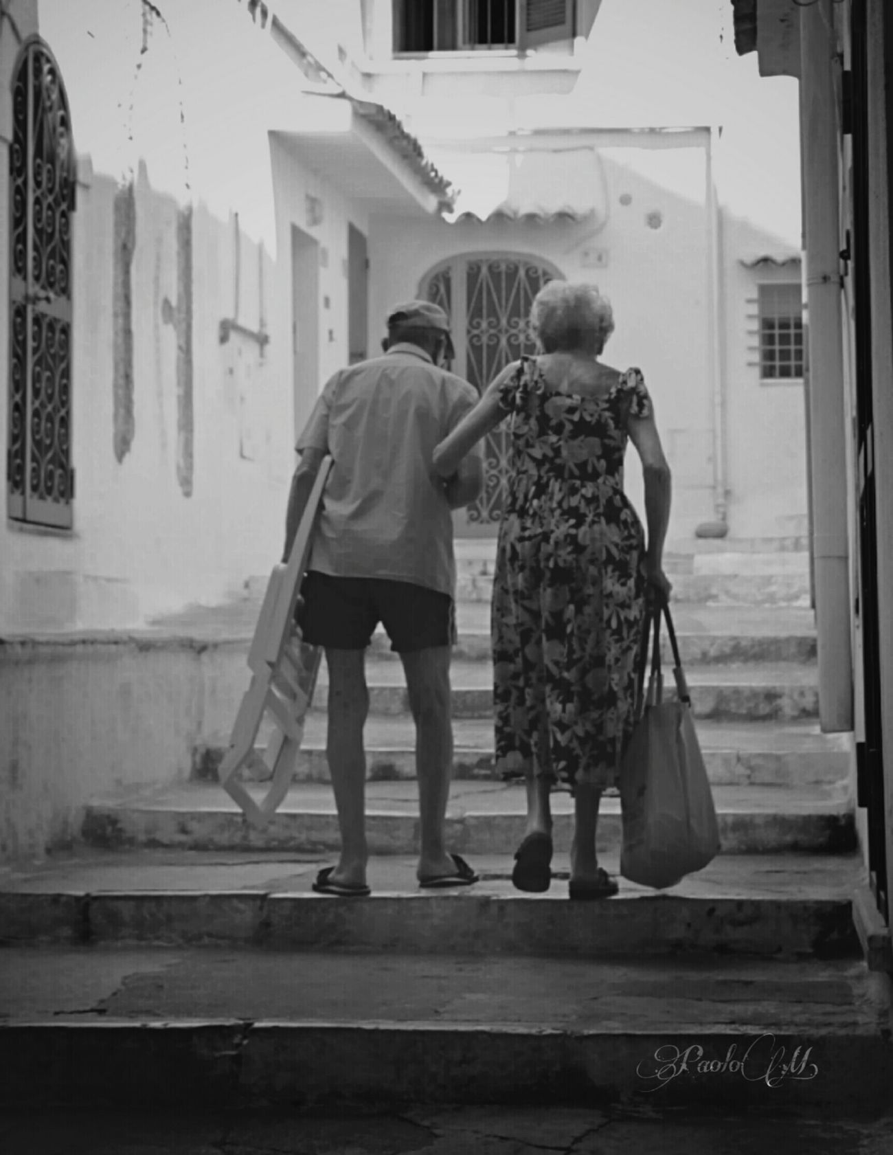Together forever. Love Lovely Emotions Emotions Captured Streetphotography Bnw Photography Black & White Summer People Bnw Outdoors Travel House Naturaleza Photography Door