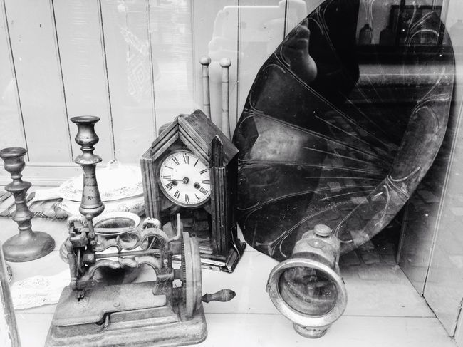 Gramophone and reflections Beauty In Ordinary Things Vintage Blackandwhite Photography Music Brings Us Together Blackandwhite Music Indoors  Dramatic Façade Nostalgia Memories Memories ❤ Reflection Self Portrait Streetphotography Streetphoto_bw